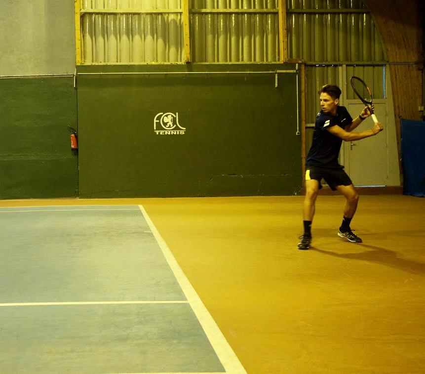 Allyane Sport : test des latéralités auprès des jeunes joueurs du FCL Tennis Club de Caluire.